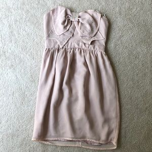 Dresses & Skirts - Adorable strapless blush pink dress with bow